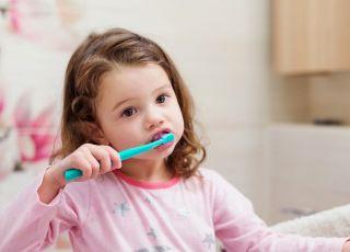 Jak działa na zęby pasta z fluorem?