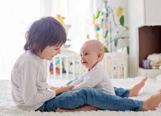 Drugie dziecko jest bardziej kłopotliwe? A może to twoja wina?