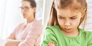 jak mówić do dziecka, żeby słuchało - obrażone dziecko
