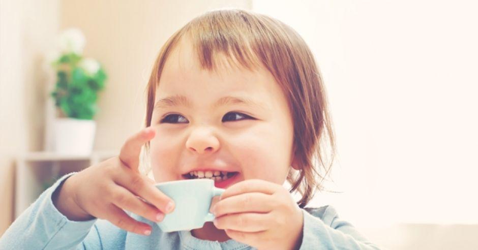 jak nauczyć dziecko pić z kubka?