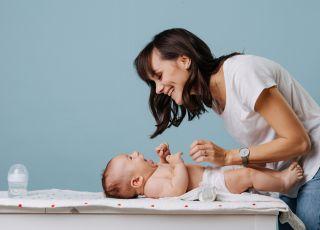 jak przewijać noworodka