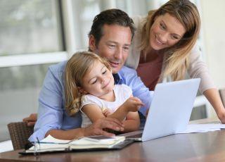 Jak rodzice godzą pracę z dziećmi