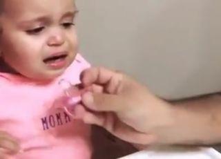 Jak rozweselić dziecko? Ten tata znalazł na to sposób