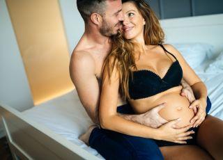 Jak się kochać w ciąży? Pozycje bezpieczne dla dziecka