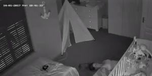 Jak wyjść z pokoju śpiącego dziecka, żeby go nie obudzić?