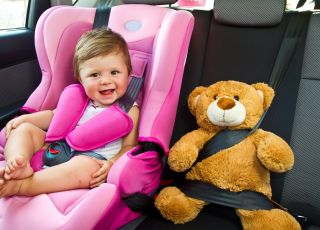 Jak zabezpieczyć dziecko w samochodzie?