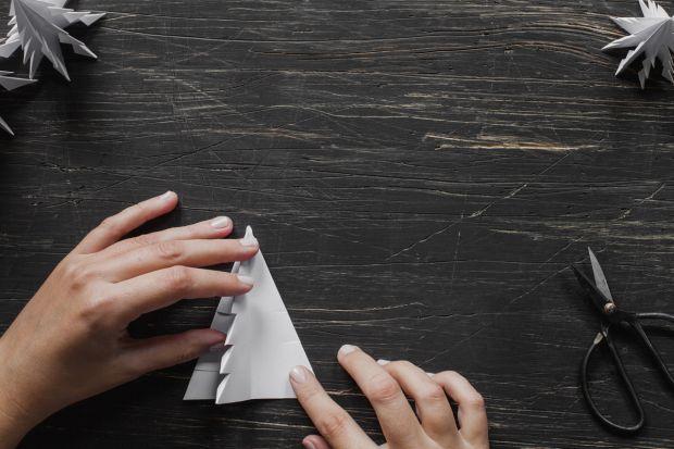 jak zrobić choinkę z papieru - krok 10
