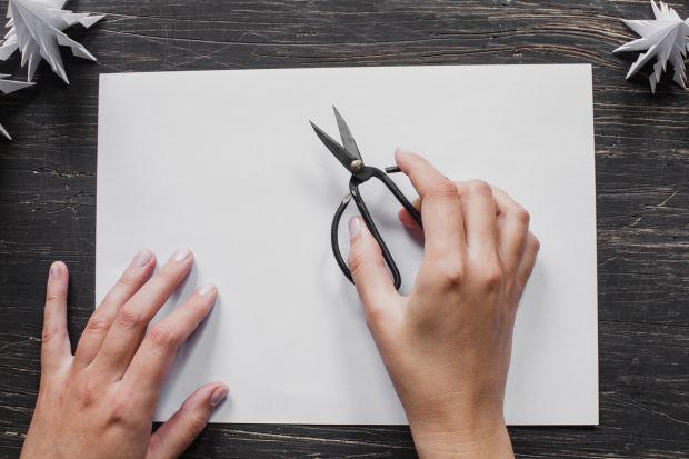 jak zrobić choinkę z papieru - krok 1