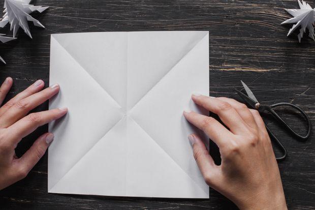 jak zrobić choinkę z papieru - krok 4