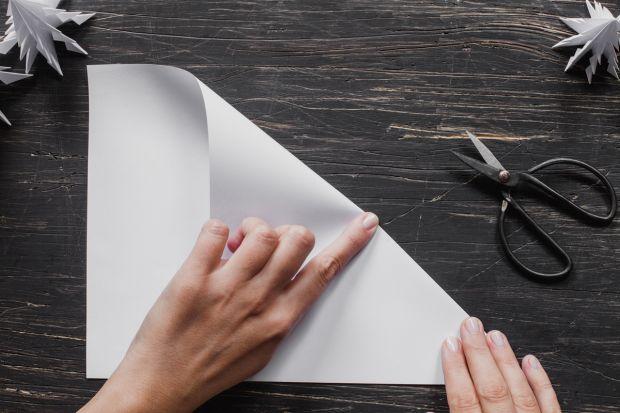 jak zrobić choinkę z papieru - krok 2