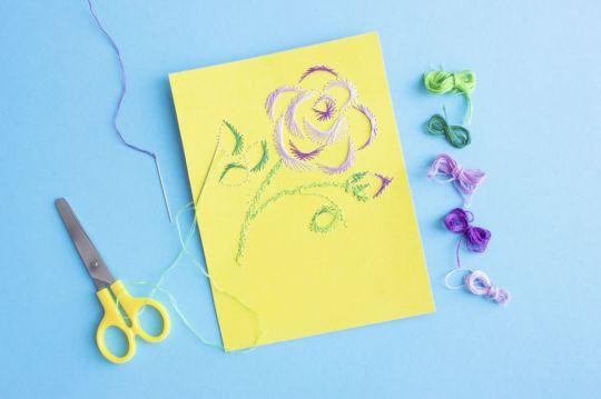 jak zrobić laurkę na dzień mamy wyszywanie kwiatka