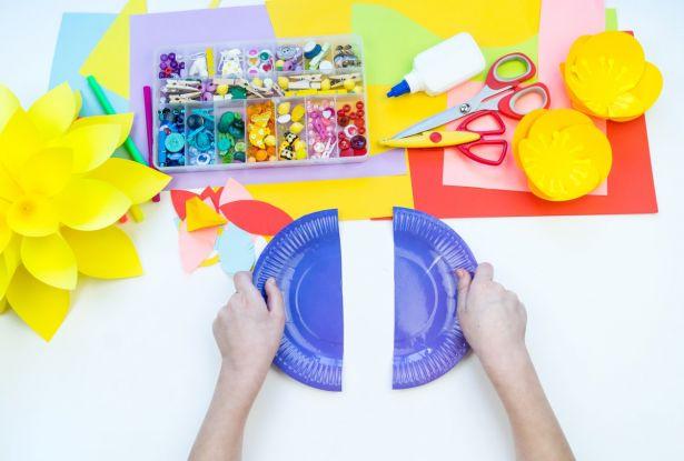 Maski karnawałowe dla dzieci: przetnij talerzyk