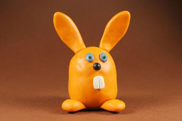 Wielkanocny króliczek z plasteliny