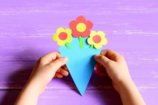 jak zrobić zaproszenie na urodziny - kwiatki