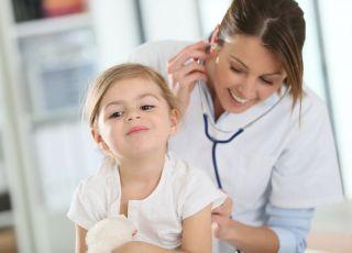 Jakie badania trzeba zrobić (i kiedy), gdy dziecko miało kleszcza?