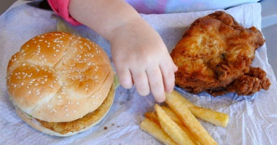 Jakie jedzenie prowadzi do otyłości