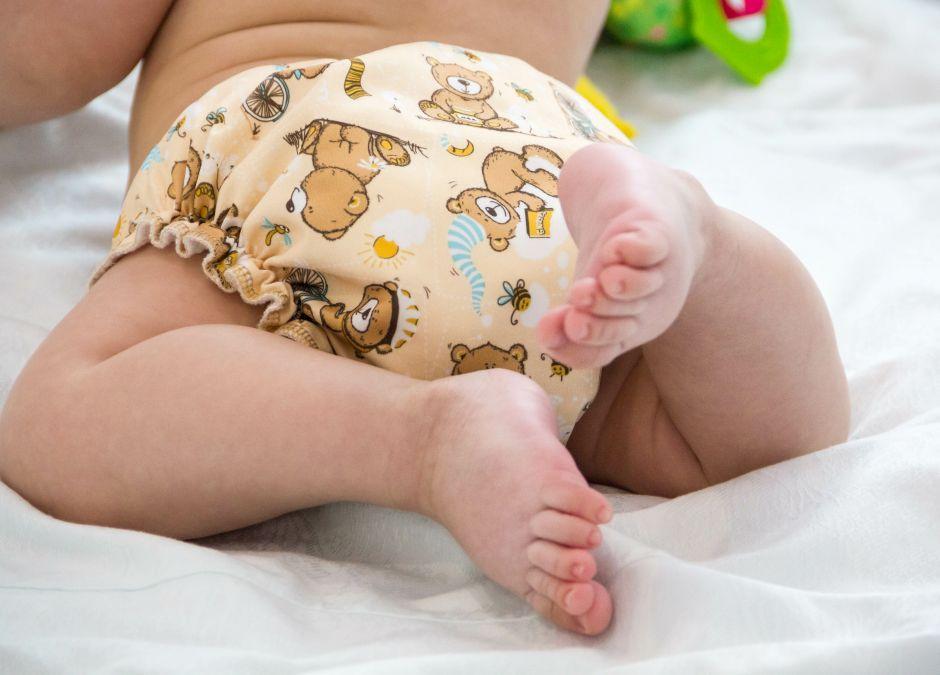 jakie pieluchy dla noworodka