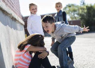 Jeden chłopiec terrozyzuje całą klasę