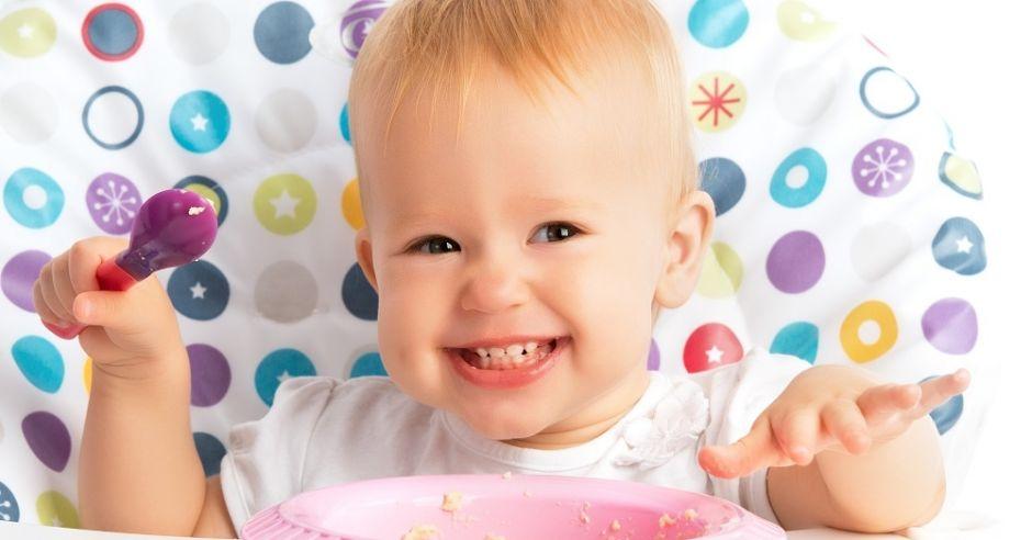 Jedzące niemowlę