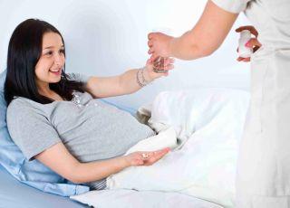 jedzenie na porodówce, czy można jeść podczas porodu, picie podczas porodu, torba do szpitala