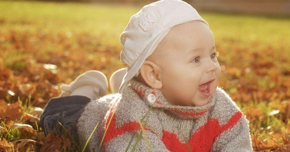 jesień, niemowlę, liście