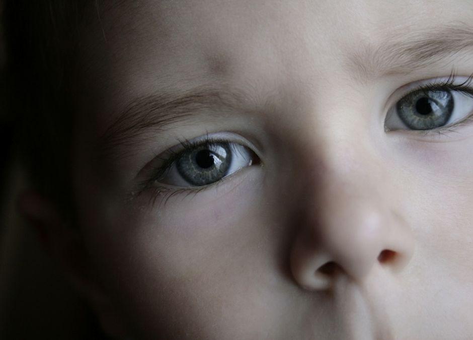 Jeśłi czterolatek jeszcze nie mówi, trzeba jak najszybciej mu pomóc.