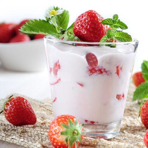 jogurt, truskawki, jogurt truskawkowy, jogurt dla dziecka