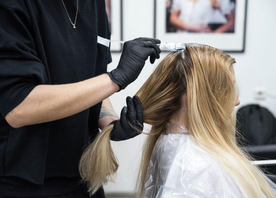 Już od jutra wzrosną ceny u fryzjerów, kosmetyczek i dentystów. O ile podrożeją usługi?