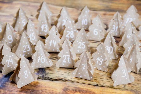 jak zrobić kalendarz zdwentowy z papieru choinki