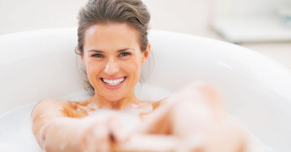 kąpiel, kobieta w wannie