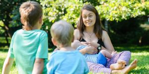 Karmienie piersią, dzieci, karmienie piersią w miejscu publicznym