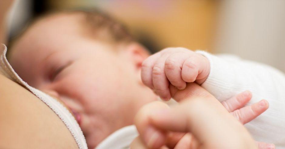 Karmienie piersią niemowlaka