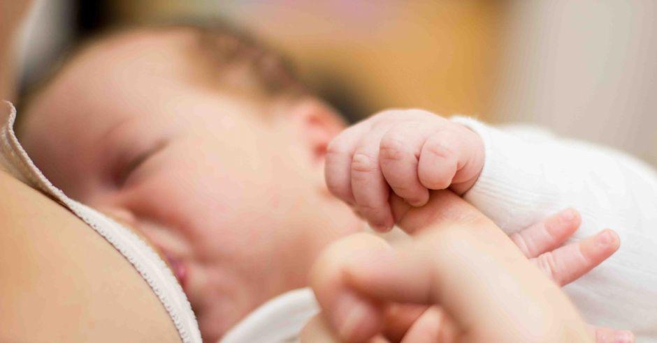 Karmienie piersią noworodka
