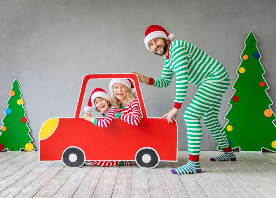 kartonowy samochód dla dziecka prezent na  mikołaja i święta.jpg