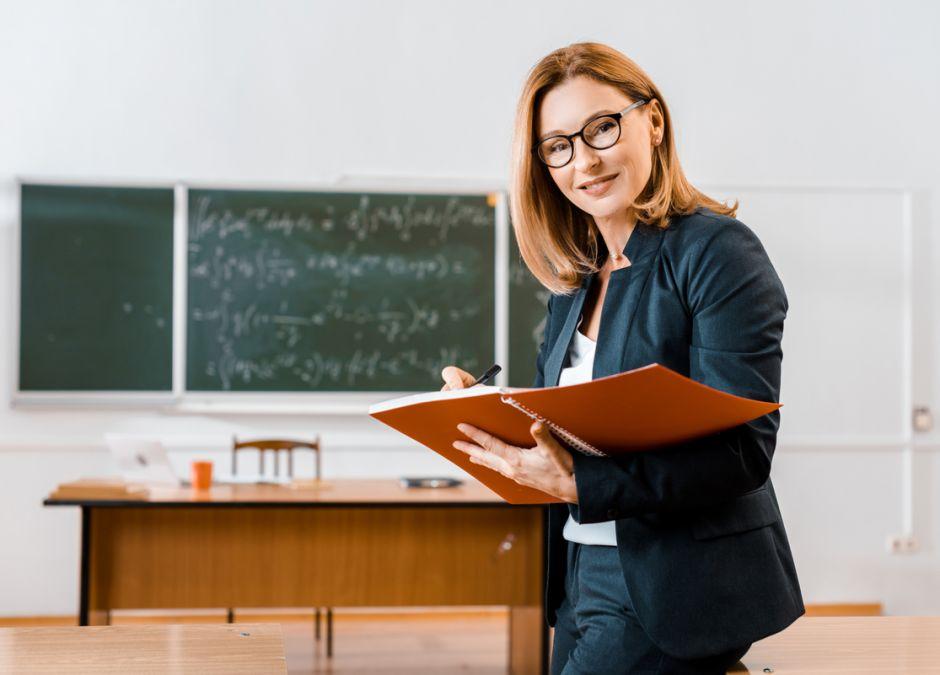 Kasjerzy zarabiają więcej niż nauczyciele