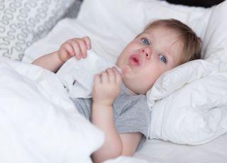 suchy kaszel u dziecka w nocy