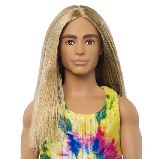 Ken z długimi włosami