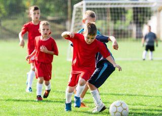 kiedy syn trenuję piłkę nożną