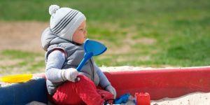 Kiedy zakładać dziecku czapkę?