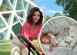 Klaudia Halejcio usypia dziecko przy pomocy smoczka