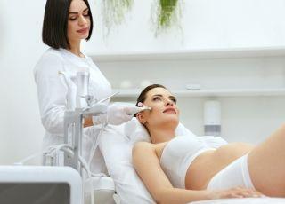 Które zabiegi u kosmetyczki są bezpieczne w ciąży i w czasie karmienia piersią? [TEST]