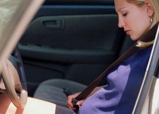 kobieta, ciąża, auto, pasy bezpieczeństwa