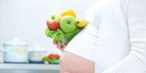 kobieta, ciąża, brzuszek, owoce, warzywa, odżywianie w ciąży