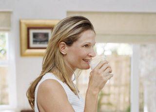 kobieta, ciąża, odżywianie w ciąży, szklanka, mleko