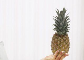 kobieta, ciąża, owoce egzotyczne, ananas, mama, odżywianie w ciąży