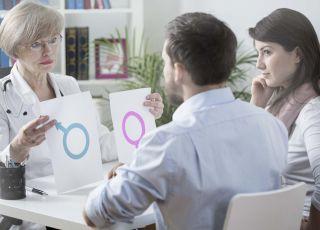 kobieta i mężczyzna u lekarza, badania na płodność, niepłodność