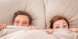 kobieta i mężczyzna w łóżku, sypialnia, seks, współżycie, tabu, orgazm