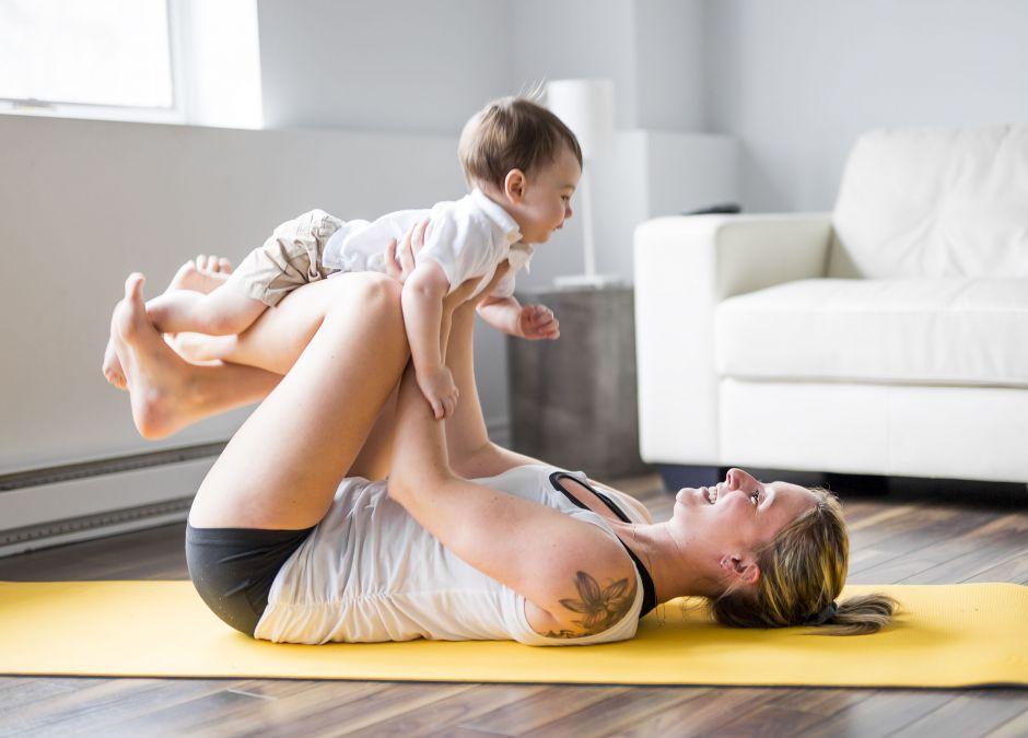 Kobieta, która ćwiczy jogę