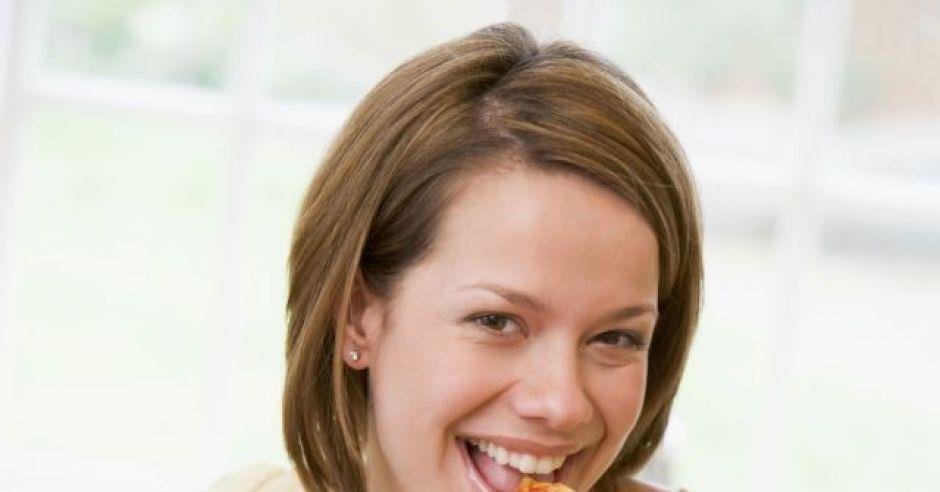 kobieta, kuchnia, ciążą, jeść, pizza, brzuszek