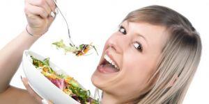 kobieta, kuchnia, sałatka, jeść
